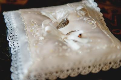 01_chateau-bela_hotel-chateau-bela_jimmy-choo_arioso-budapest_eskuvoi-fotos_jurajzsok_svadobny-fotograf_wedding-photographer_009-large.jpg