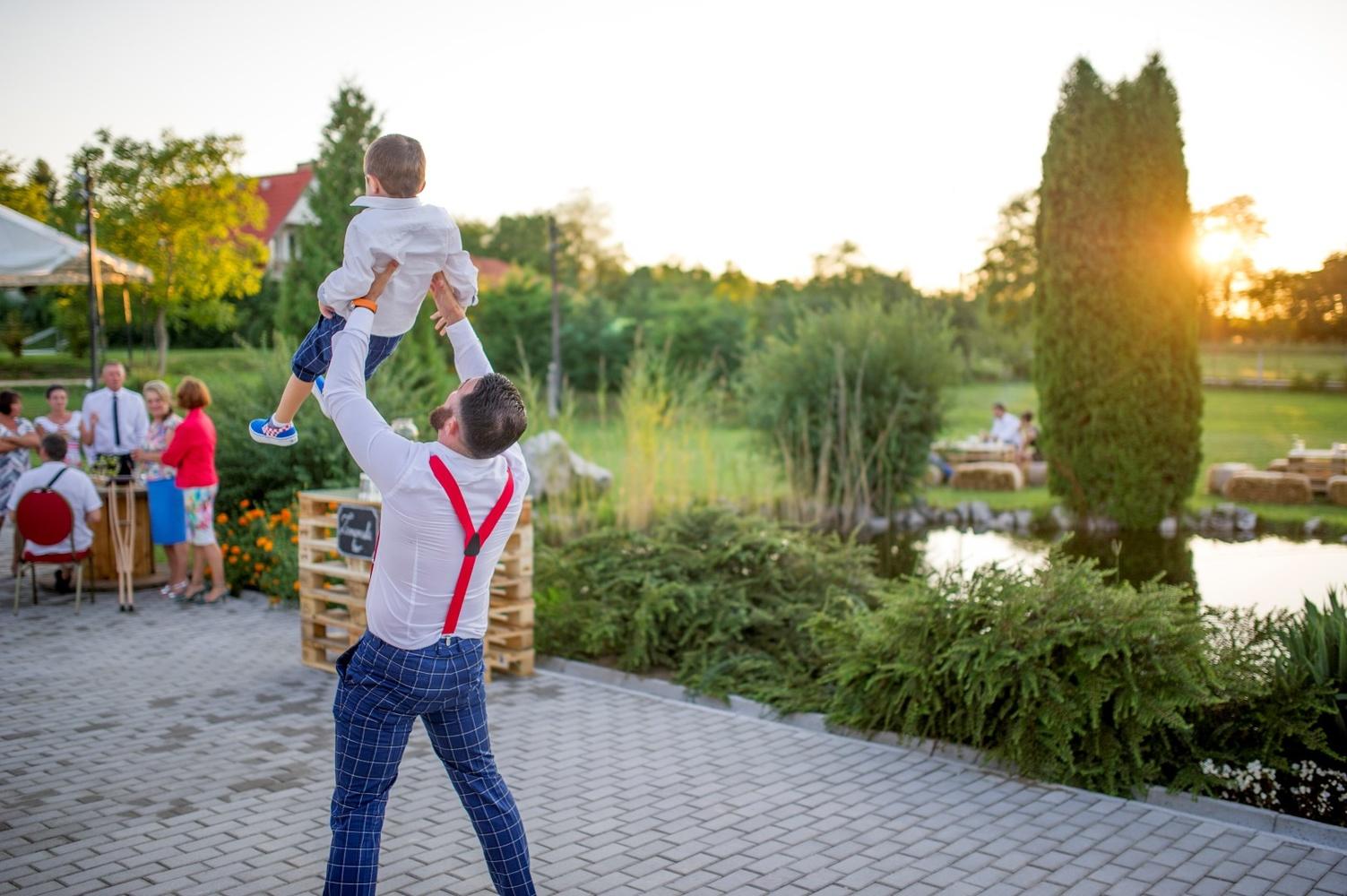 http://www.fotoz.sk/images/gallery-10/normal/eskuvoi-fotozas_svadobne-fotenie_761.jpg