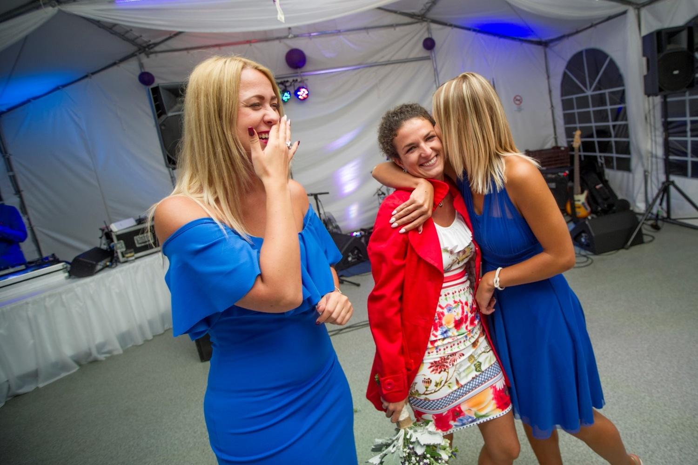 http://www.fotoz.sk/images/gallery-10/normal/eskuvoi-fotozas_svadobne-fotenie_785.jpg