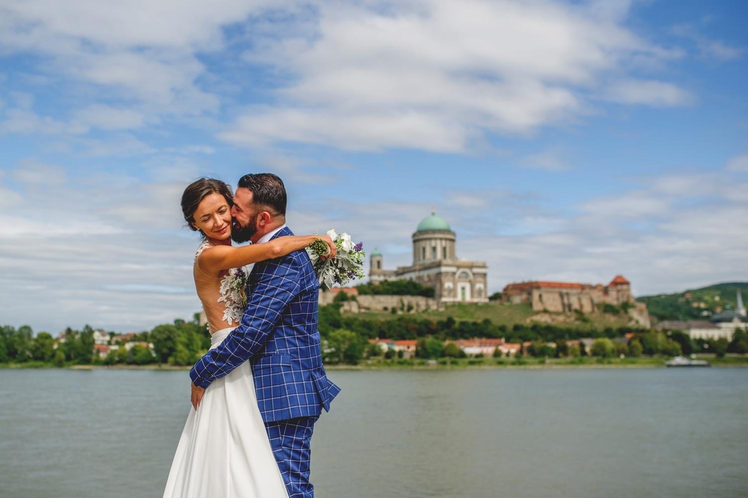 http://www.fotoz.sk/images/gallery-10/normal/eskuvoi-fotozas_svadobne-fotenie_896.jpg