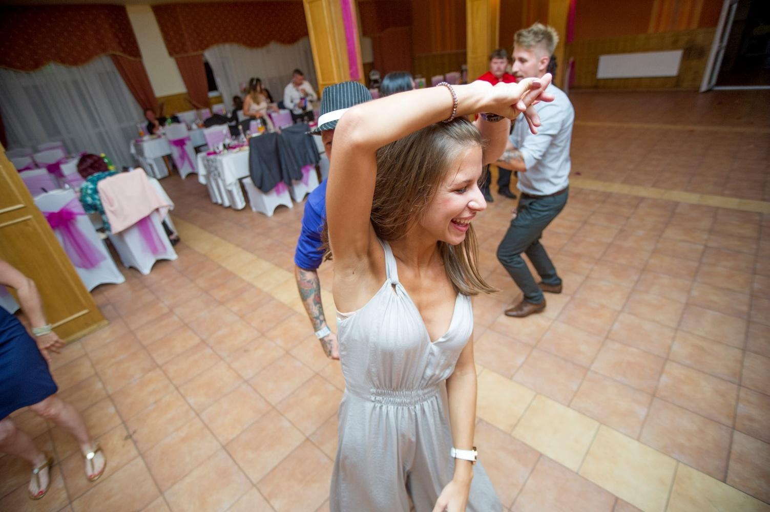 http://www.fotoz.sk/images/gallery-13/normal/eskuvo_vintop-karko_208.jpg