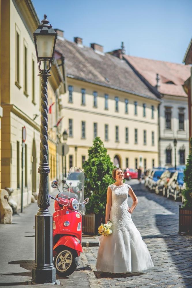 http://www.fotoz.sk/images/gallery-14/normal/eskuvo_petnehazy-huszarcsarda_026.jpg
