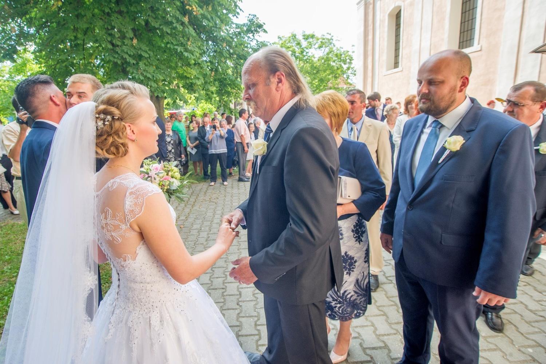 http://www.fotoz.sk/images/gallery-18/normal/eskuvo-fotozas_svadobne-fotenie_475.jpg