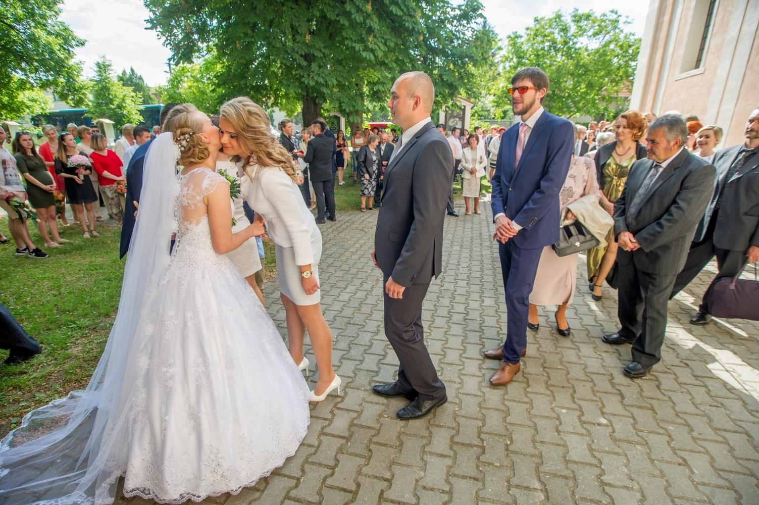 http://www.fotoz.sk/images/gallery-18/normal/eskuvo-fotozas_svadobne-fotenie_479.jpg