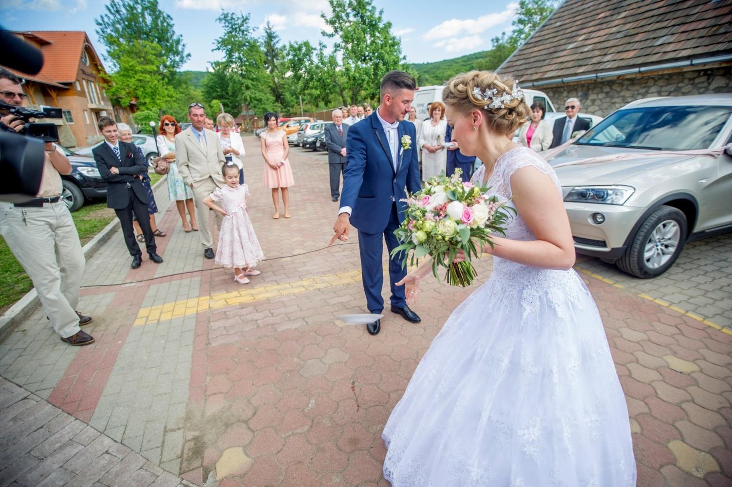 http://www.fotoz.sk/images/gallery-18/normal/eskuvo-fotozas_svadobne-fotenie_507.jpg