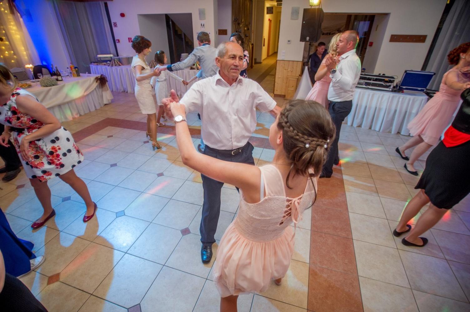 http://www.fotoz.sk/images/gallery-18/normal/eskuvo-fotozas_svadobne-fotenie_592.jpg