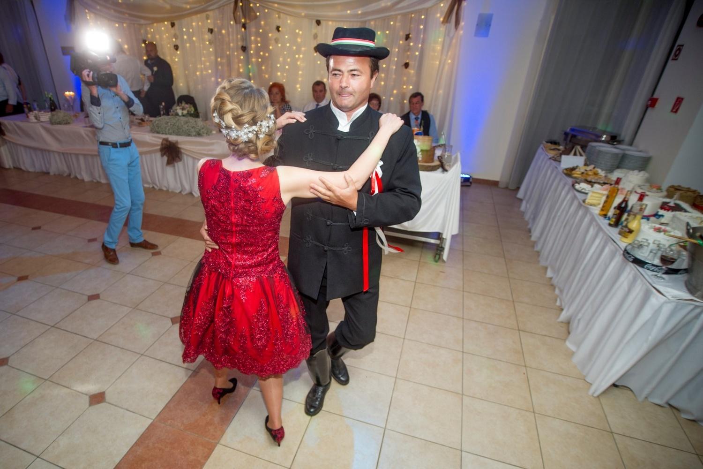 http://www.fotoz.sk/images/gallery-18/normal/eskuvo-fotozas_svadobne-fotenie_632.jpg