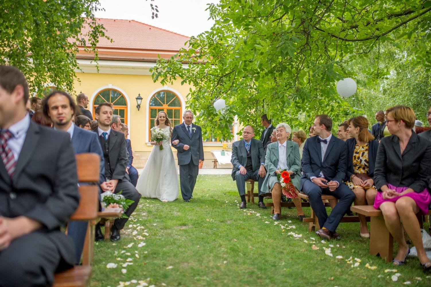 http://www.fotoz.sk/images/gallery-21/normal/eskuvoi-fotos_svadobny-fotograf_059.jpg