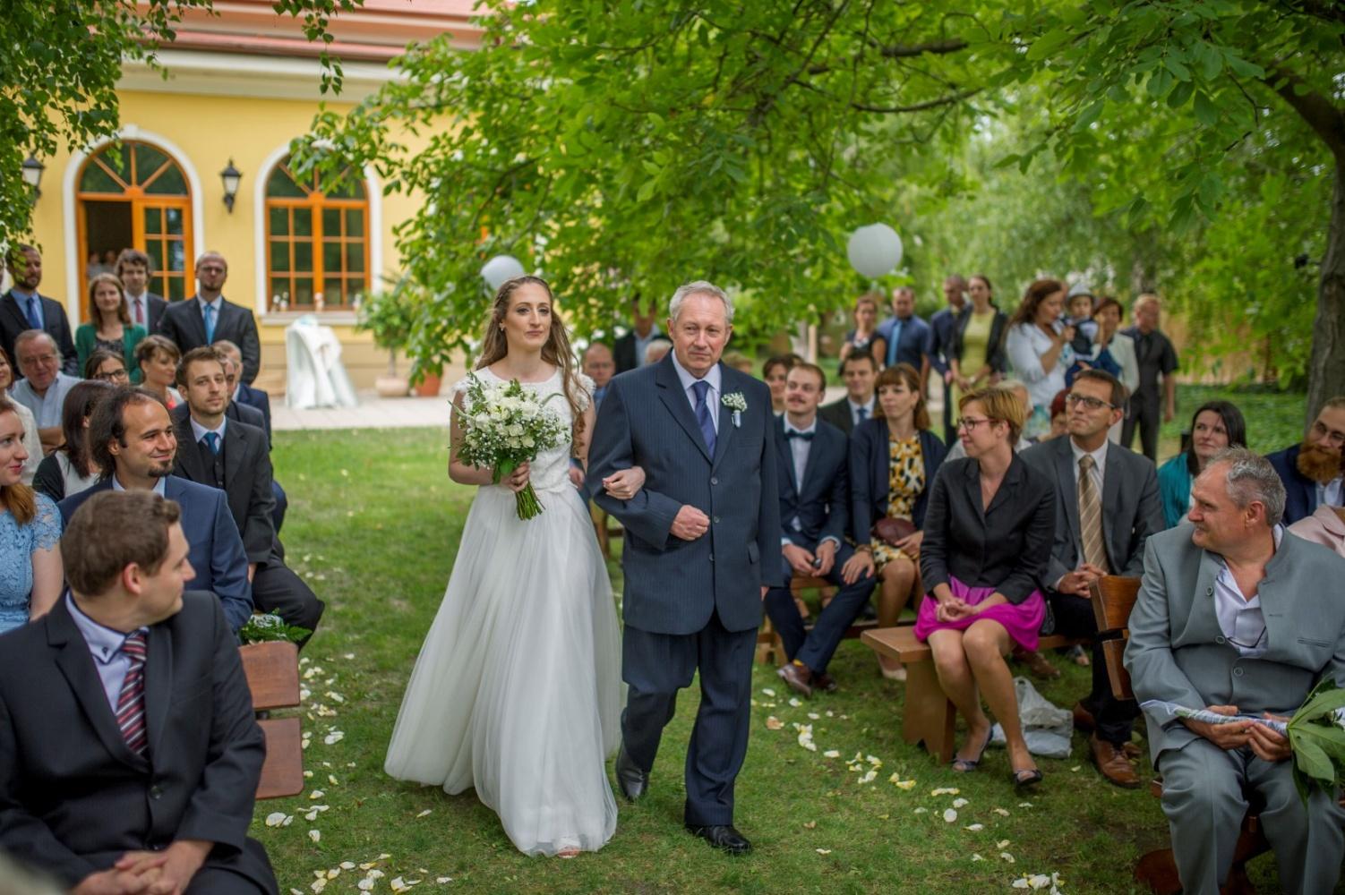 http://www.fotoz.sk/images/gallery-21/normal/eskuvoi-fotos_svadobny-fotograf_060.jpg