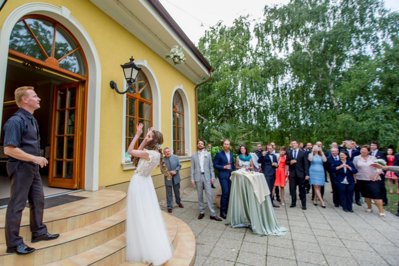 http://www.fotoz.sk/images/gallery-21/normal/eskuvoi-fotos_svadobny-fotograf_120.jpg