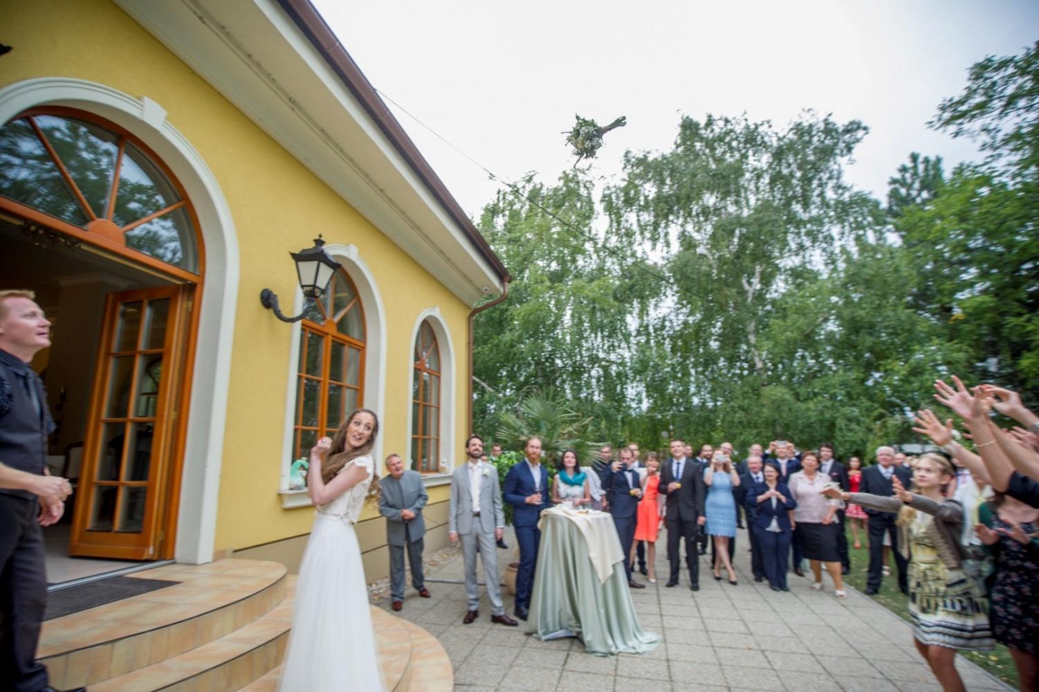 http://www.fotoz.sk/images/gallery-21/normal/eskuvoi-fotos_svadobny-fotograf_121.jpg