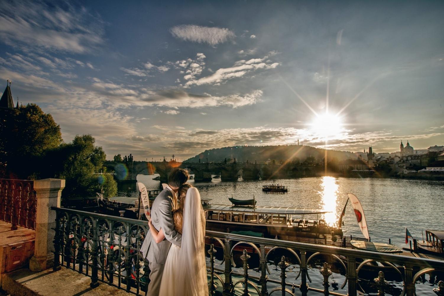 http://www.fotoz.sk/images/gallery-21/normal/eskuvoi-fotos_svadobny-fotograf_229.jpg
