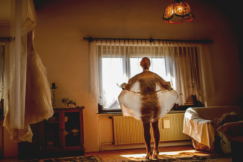 http://www.fotoz.sk/images/gallery-21/normal/svadobne-fotenie_eskuvoi-fotos_053.jpg