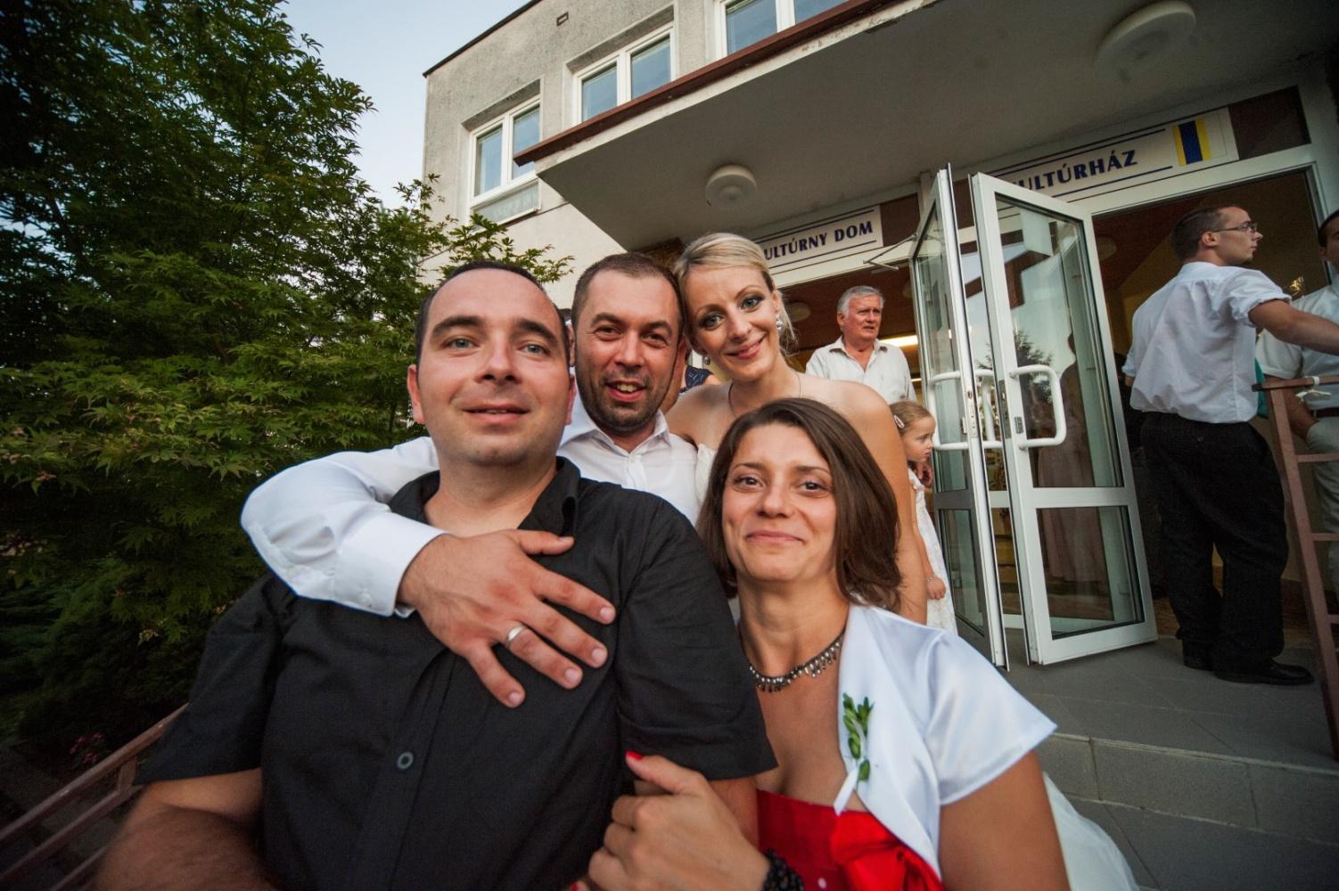 http://www.fotoz.sk/images/gallery-21/normal/svadobne-fotenie_eskuvoi-fotos_258.jpg