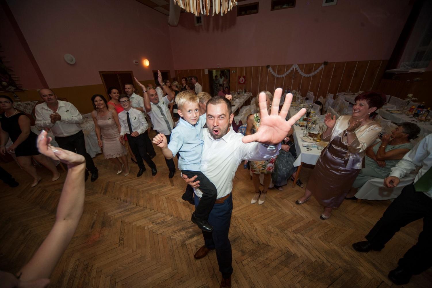 http://www.fotoz.sk/images/gallery-21/normal/svadobne-fotenie_eskuvoi-fotos_270.jpg