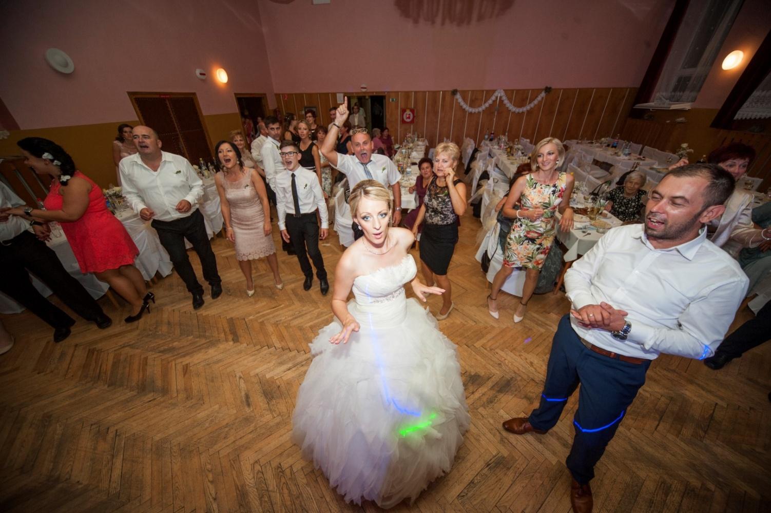 http://www.fotoz.sk/images/gallery-21/normal/svadobne-fotenie_eskuvoi-fotos_271.jpg