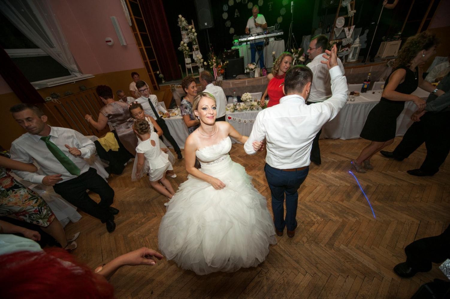 http://www.fotoz.sk/images/gallery-21/normal/svadobne-fotenie_eskuvoi-fotos_321.jpg