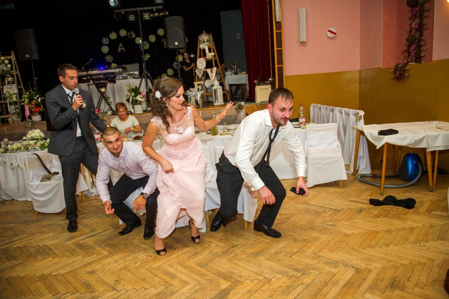 http://www.fotoz.sk/images/gallery-21/normal/svadobne-fotenie_eskuvoi-fotos_342.jpg