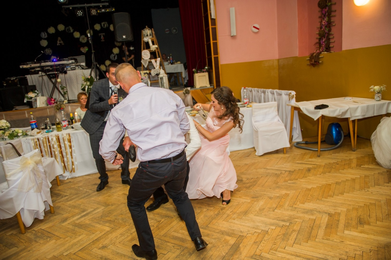 http://www.fotoz.sk/images/gallery-21/normal/svadobne-fotenie_eskuvoi-fotos_343.jpg