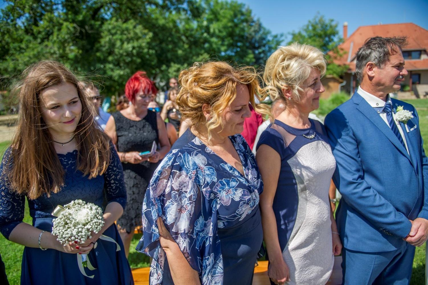 http://www.fotoz.sk/images/gallery-22/normal/eskuvoi-fotos_svadobny-fotograf_371.jpg
