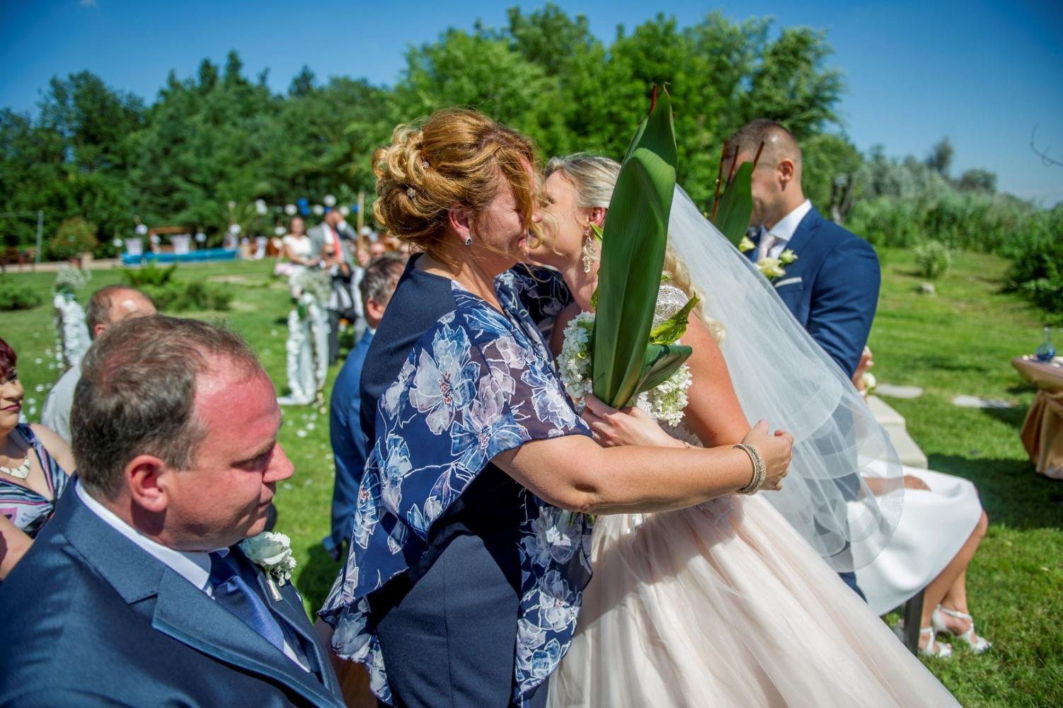 http://www.fotoz.sk/images/gallery-22/normal/eskuvoi-fotos_svadobny-fotograf_400.jpg
