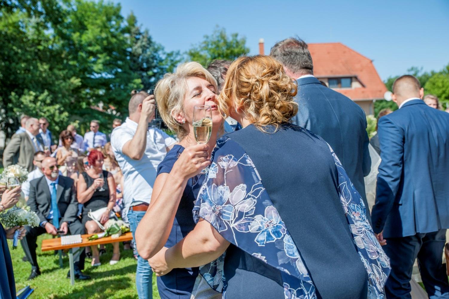 http://www.fotoz.sk/images/gallery-22/normal/eskuvoi-fotos_svadobny-fotograf_429.jpg