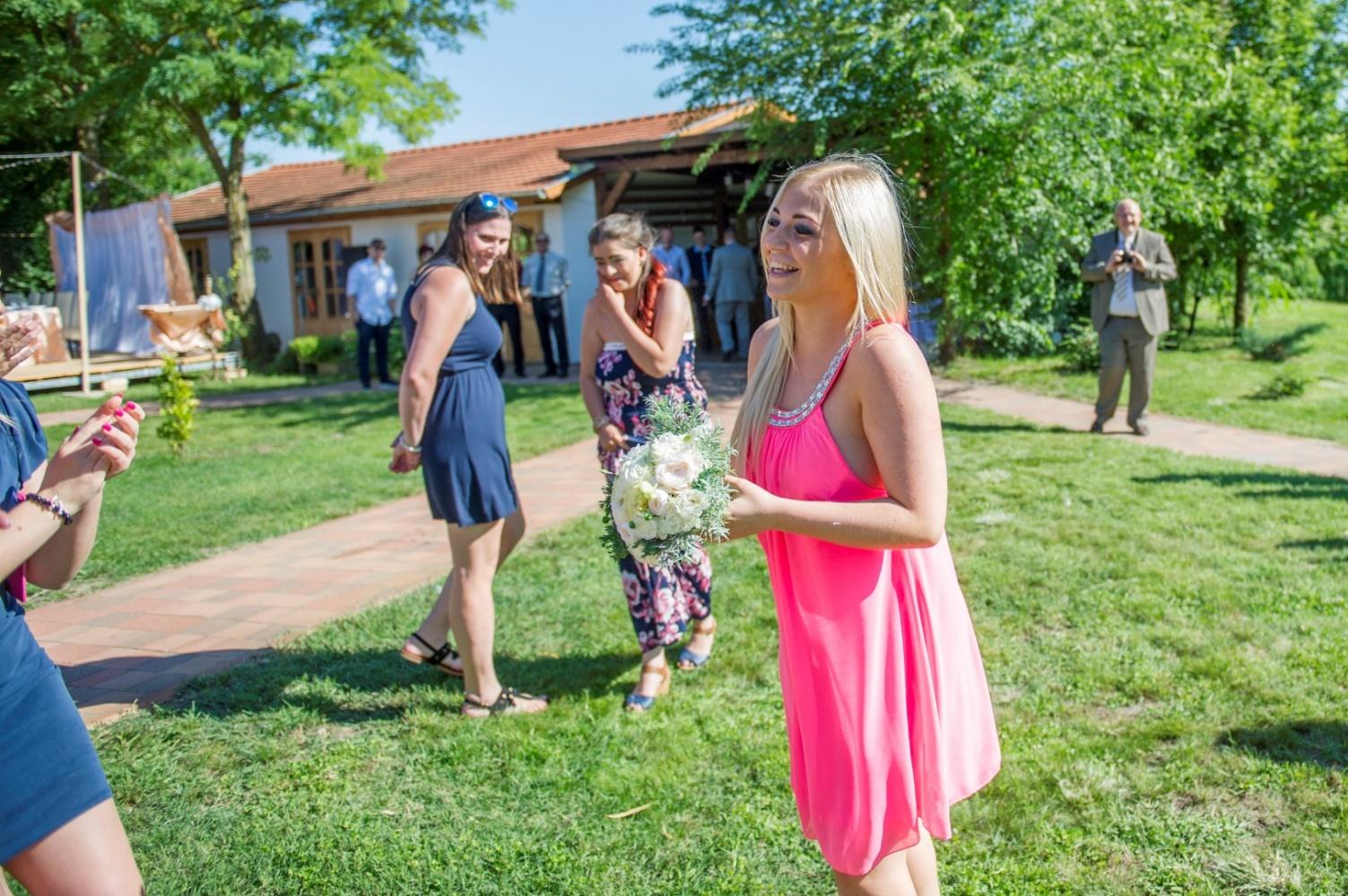 http://www.fotoz.sk/images/gallery-22/normal/eskuvoi-fotos_svadobny-fotograf_469.jpg