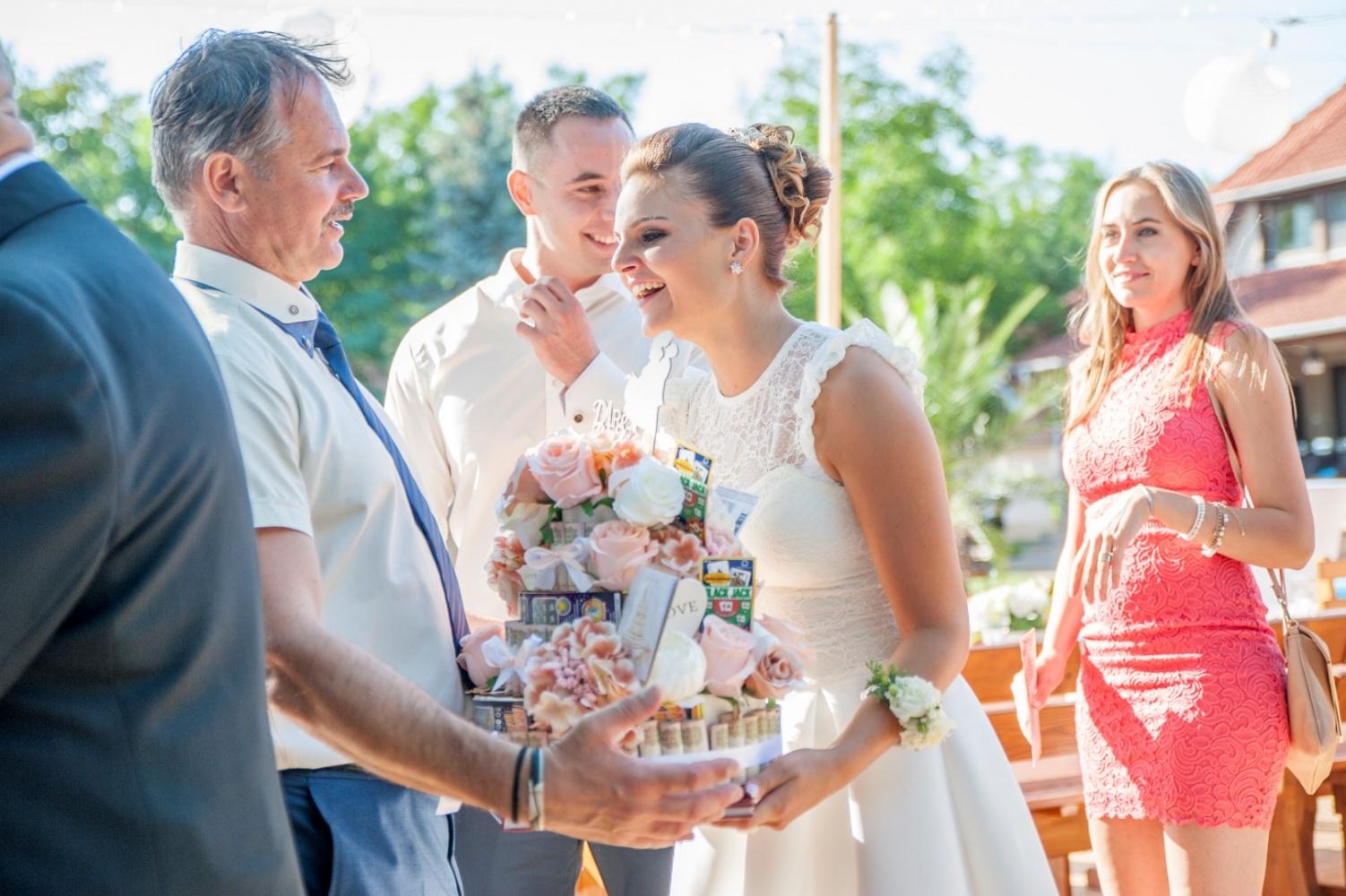 http://www.fotoz.sk/images/gallery-22/normal/eskuvoi-fotos_svadobny-fotograf_484.jpg