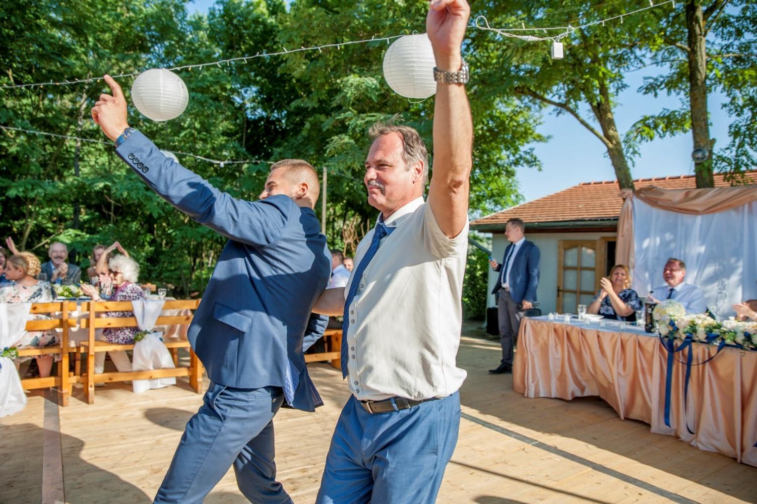 http://www.fotoz.sk/images/gallery-22/normal/eskuvoi-fotos_svadobny-fotograf_494.jpg