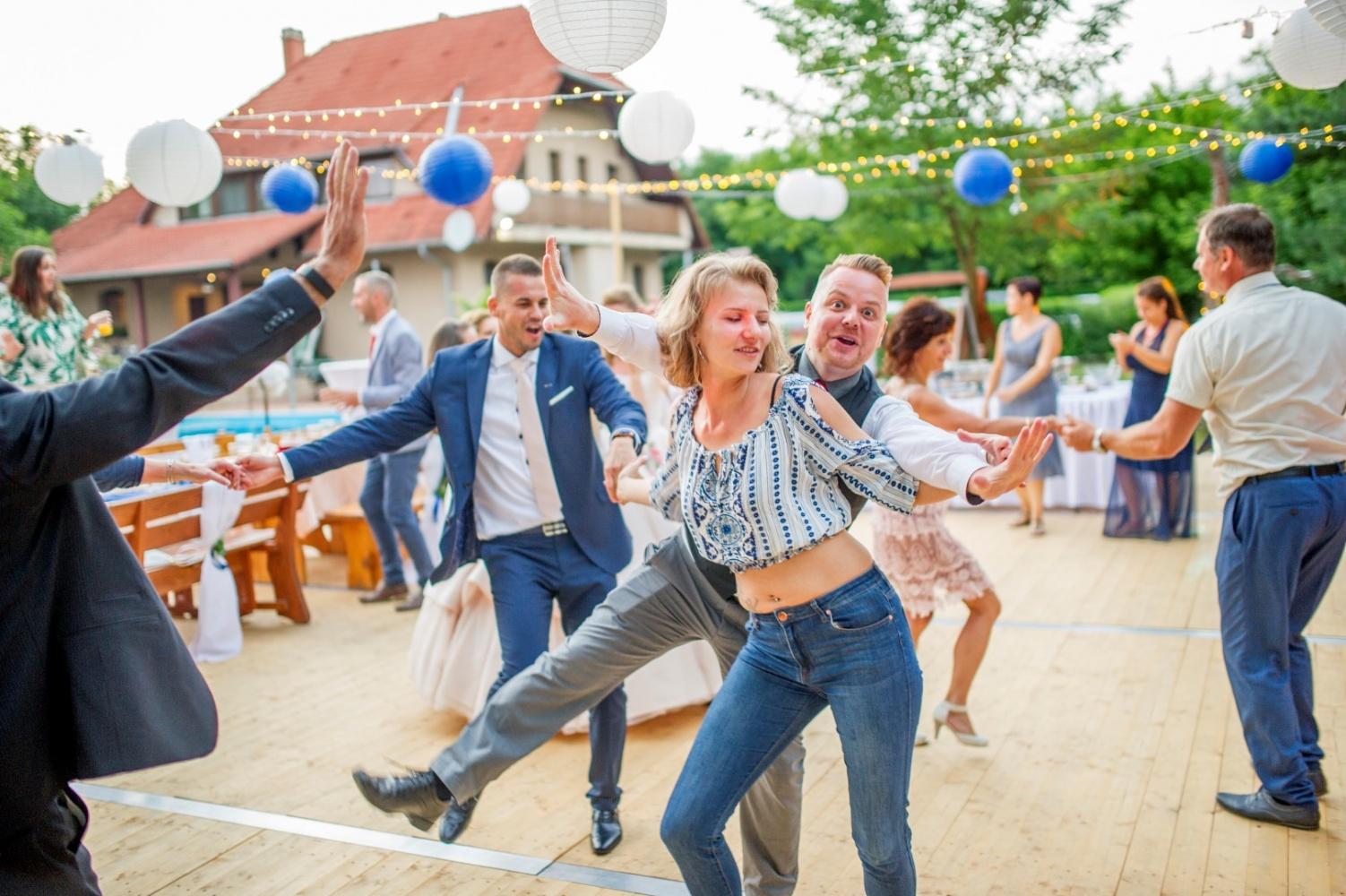 http://www.fotoz.sk/images/gallery-22/normal/eskuvoi-fotos_svadobny-fotograf_561.jpg