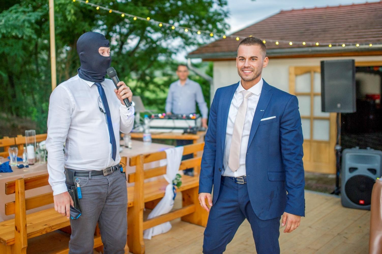 http://www.fotoz.sk/images/gallery-22/normal/eskuvoi-fotos_svadobny-fotograf_572.jpg