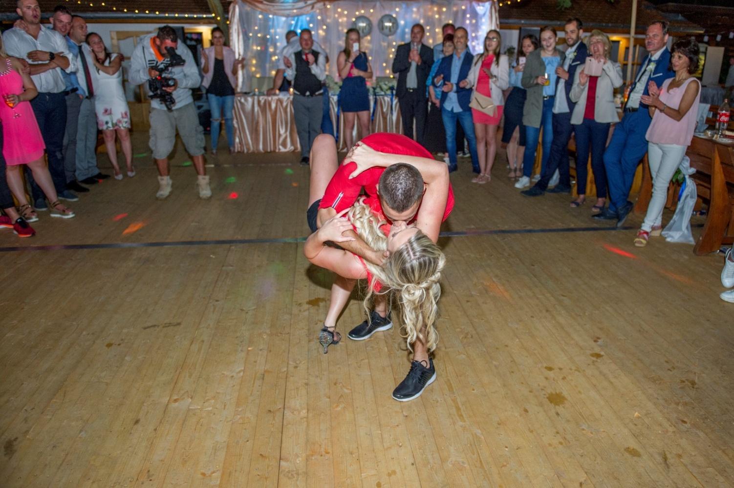 http://www.fotoz.sk/images/gallery-22/normal/eskuvoi-fotos_svadobny-fotograf_665.jpg