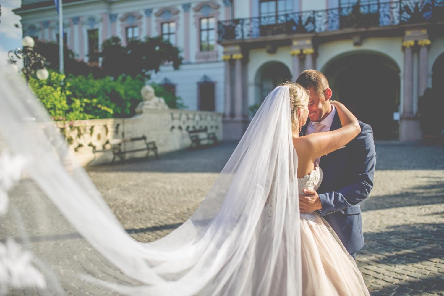 http://www.fotoz.sk/images/gallery-22/normal/eskuvoi-fotos_svadobny-fotograf_701.jpg