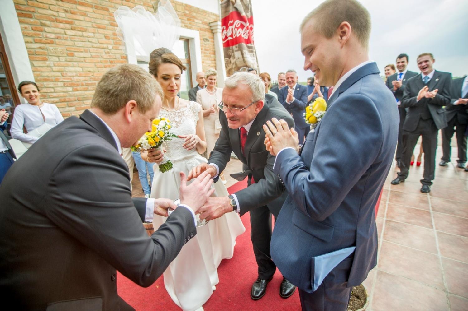 http://www.fotoz.sk/images/gallery-23/normal/svadba-_sv_petrus-vini_097.jpg