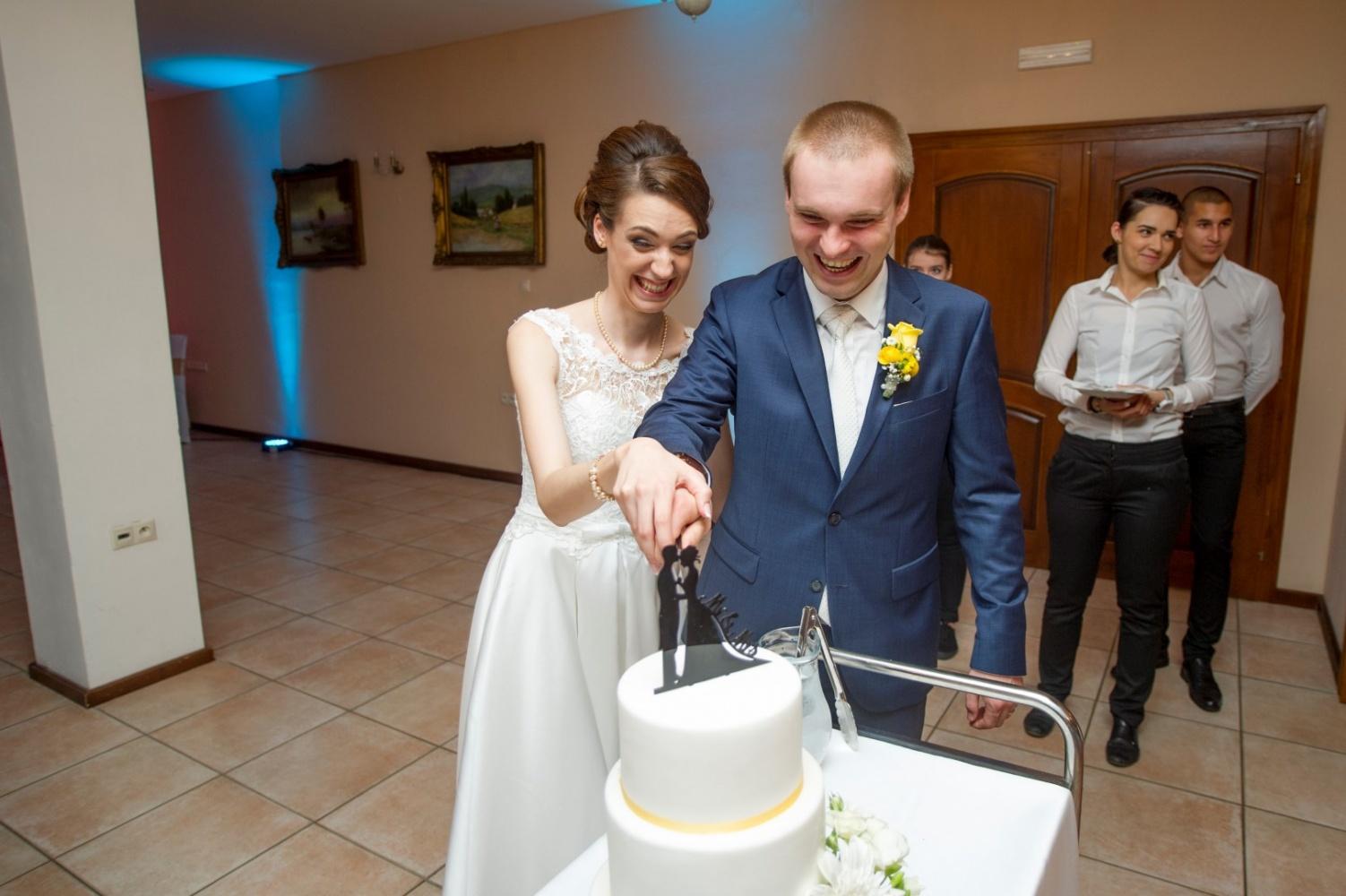 http://www.fotoz.sk/images/gallery-23/normal/svadba-_sv_petrus-vini_131.jpg