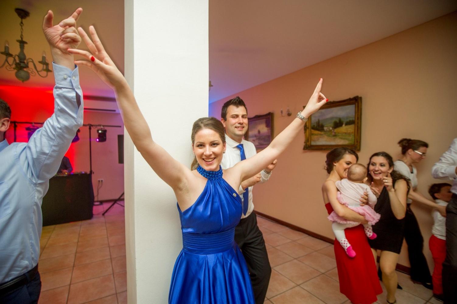 http://www.fotoz.sk/images/gallery-23/normal/svadba-_sv_petrus-vini_139.jpg