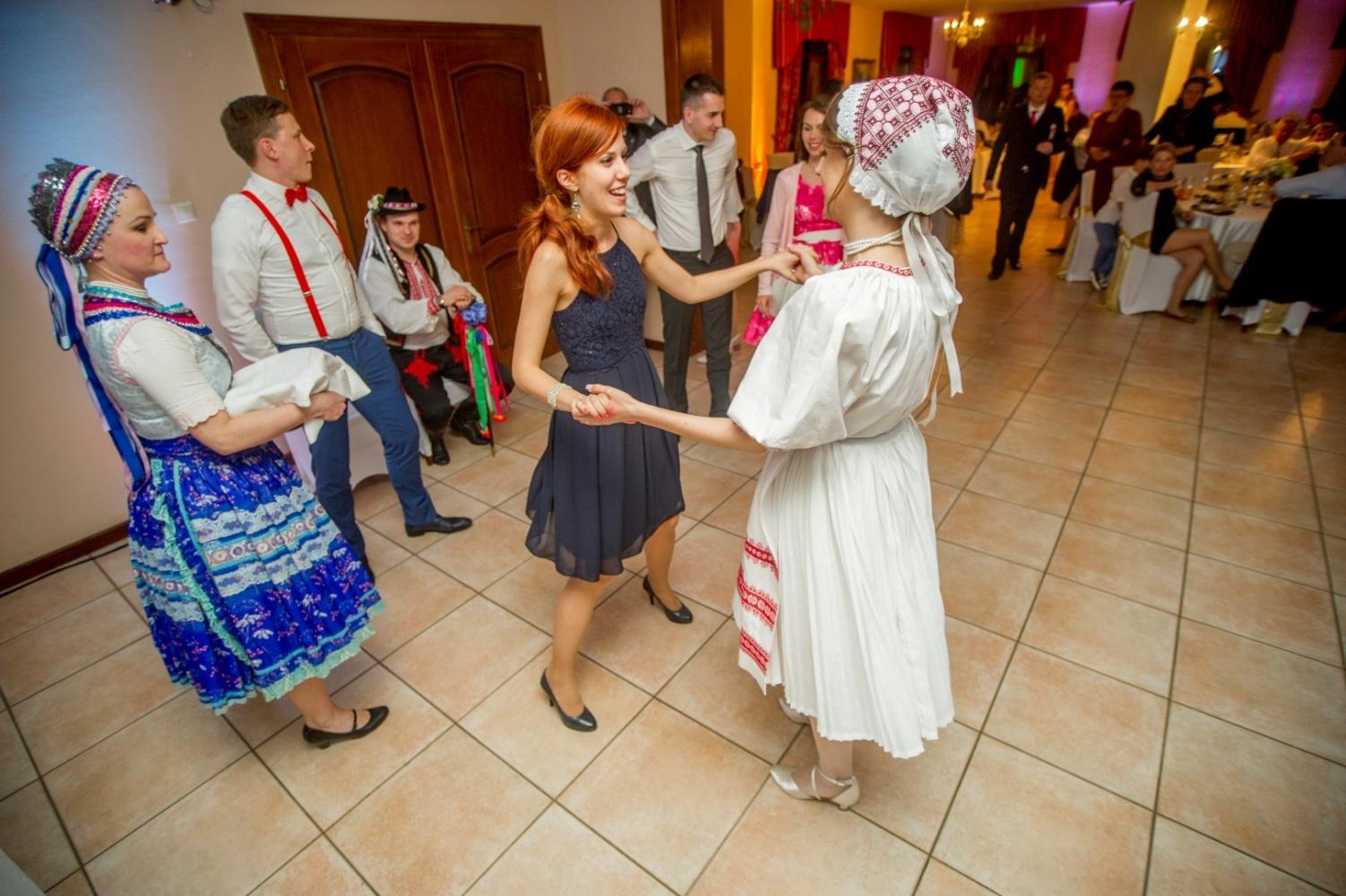 http://www.fotoz.sk/images/gallery-23/normal/svadba-_sv_petrus-vini_181.jpg