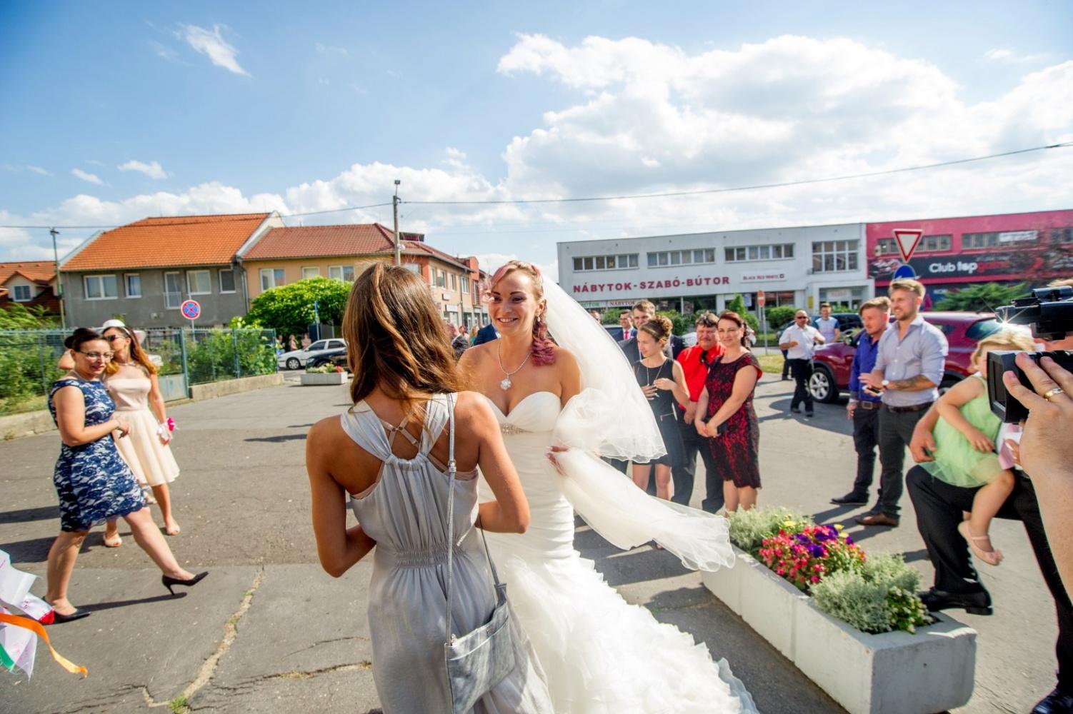 http://www.fotoz.sk/images/gallery-29/normal/eskuvo_vintop-karko_143.jpg