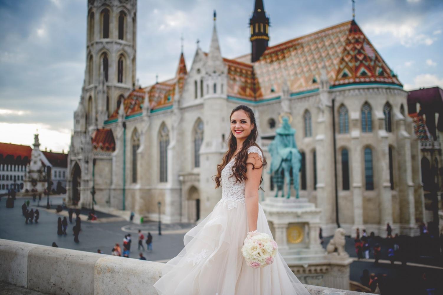 http://www.fotoz.sk/images/gallery-31/normal/eskuvo_dunaharaszti-rendezvenyhaz_013.jpg
