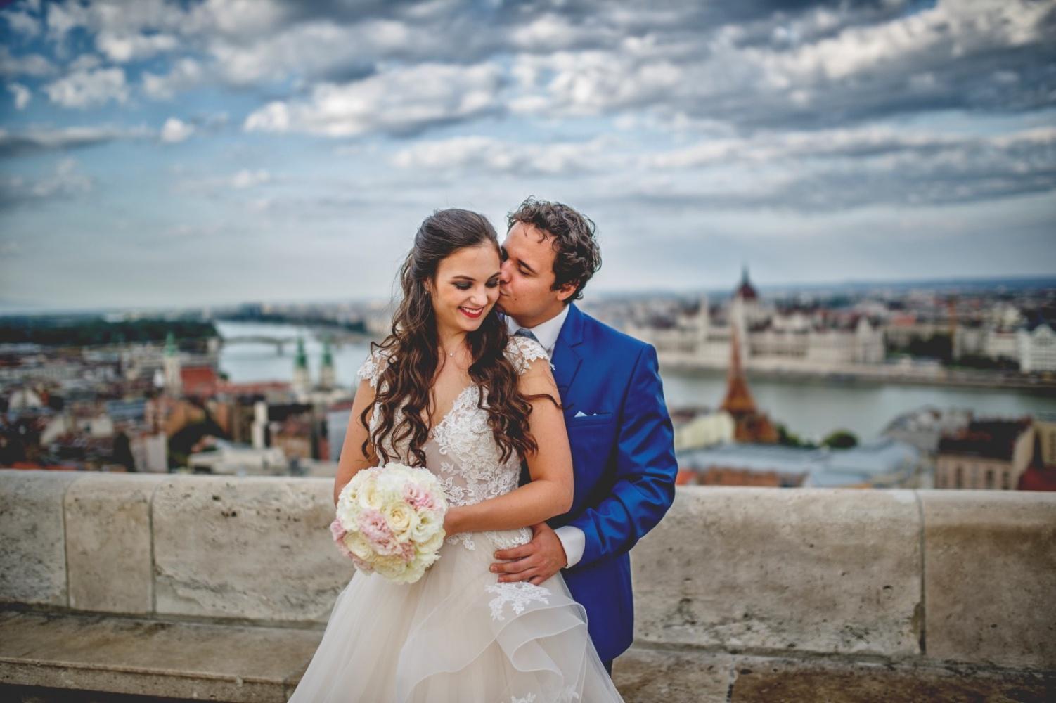 http://www.fotoz.sk/images/gallery-31/normal/eskuvo_dunaharaszti-rendezvenyhaz_021.jpg