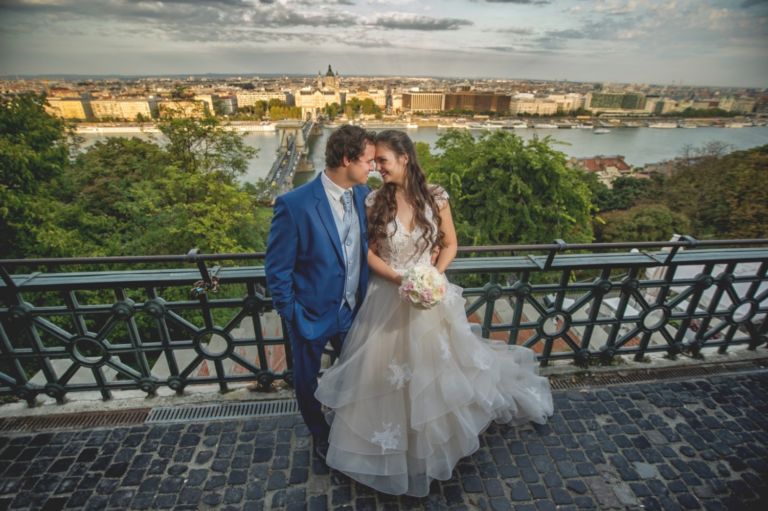 http://www.fotoz.sk/images/gallery-31/normal/eskuvo_dunaharaszti-rendezvenyhaz_033.jpg