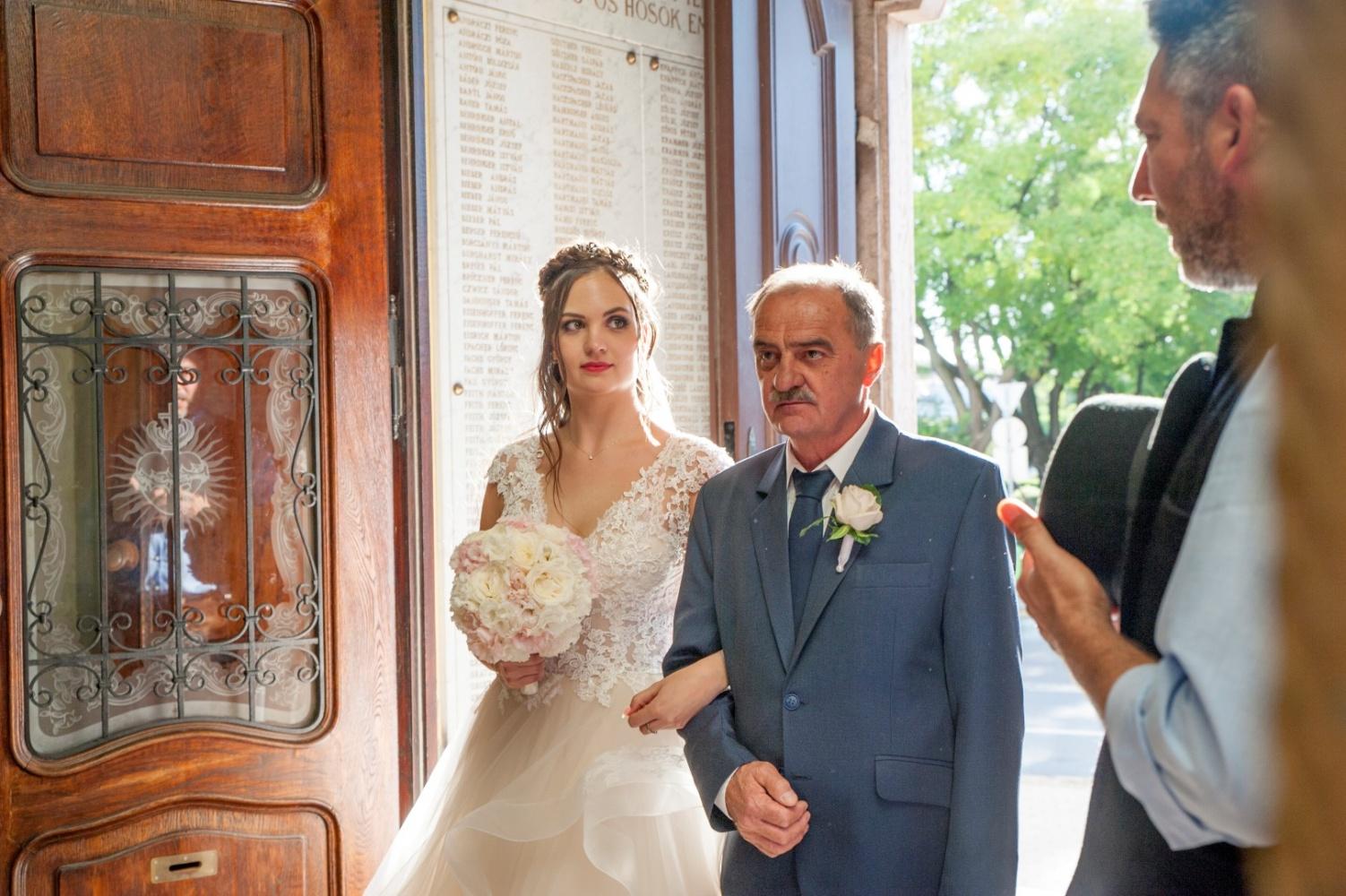 http://www.fotoz.sk/images/gallery-31/normal/eskuvo_dunaharaszti-rendezvenyhaz_225.jpg