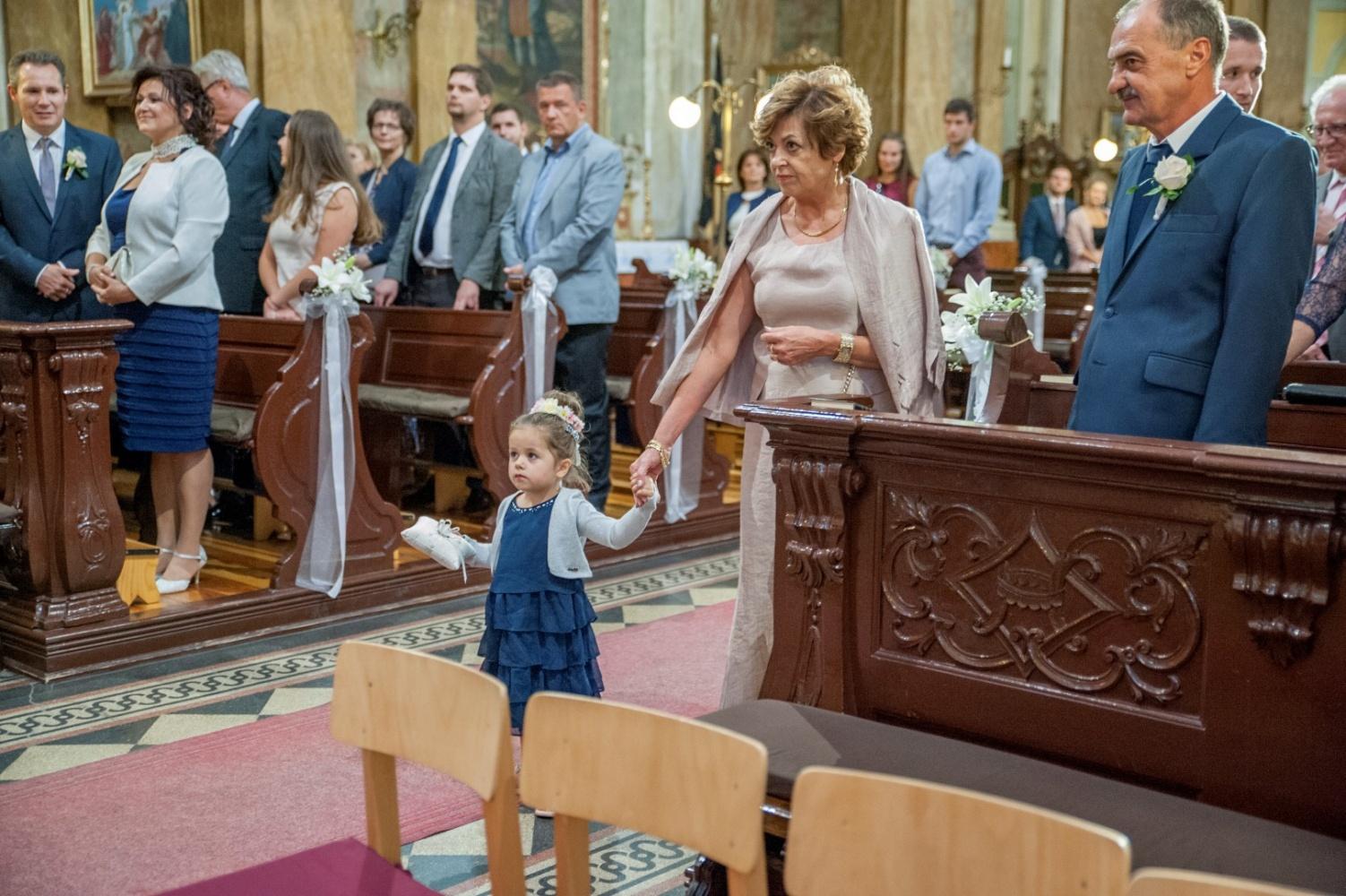 http://www.fotoz.sk/images/gallery-31/normal/eskuvo_dunaharaszti-rendezvenyhaz_235.jpg