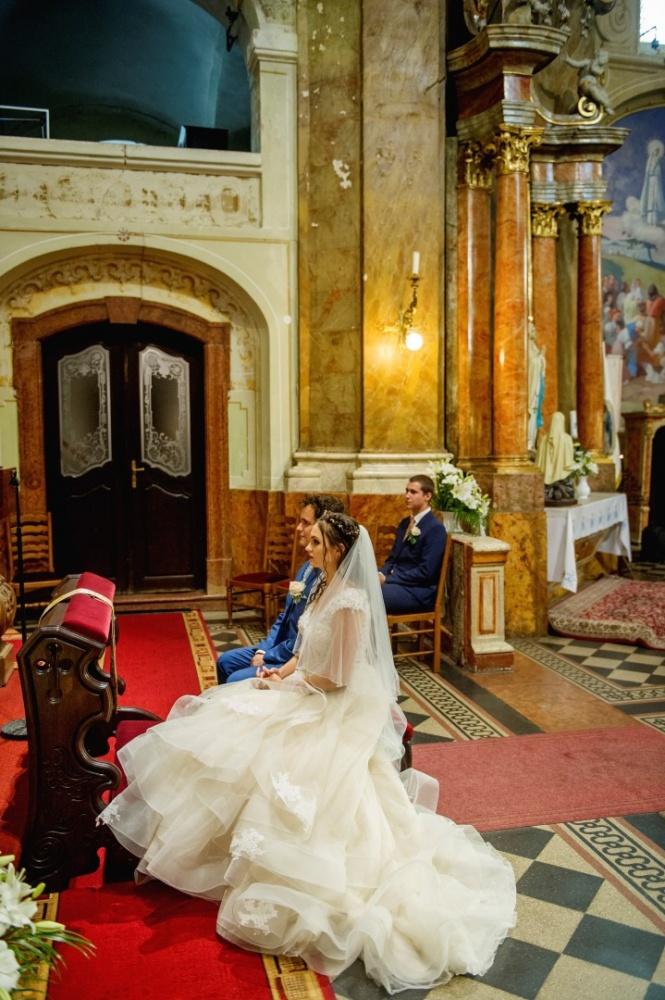 http://www.fotoz.sk/images/gallery-31/normal/eskuvo_dunaharaszti-rendezvenyhaz_246.jpg