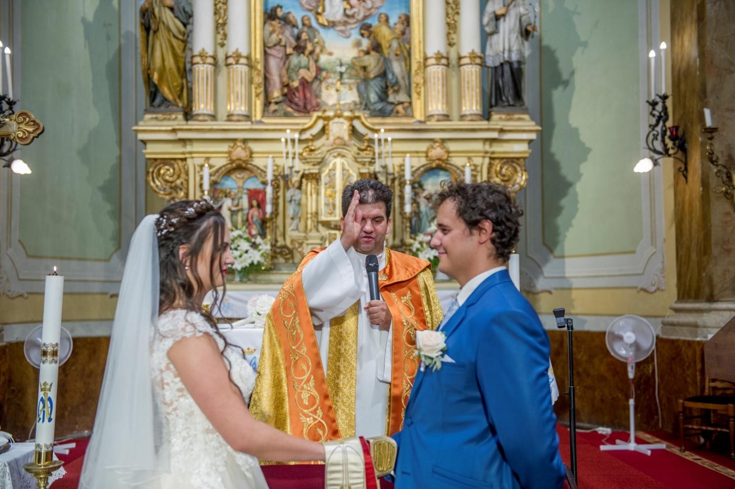 http://www.fotoz.sk/images/gallery-31/normal/eskuvo_dunaharaszti-rendezvenyhaz_263.jpg