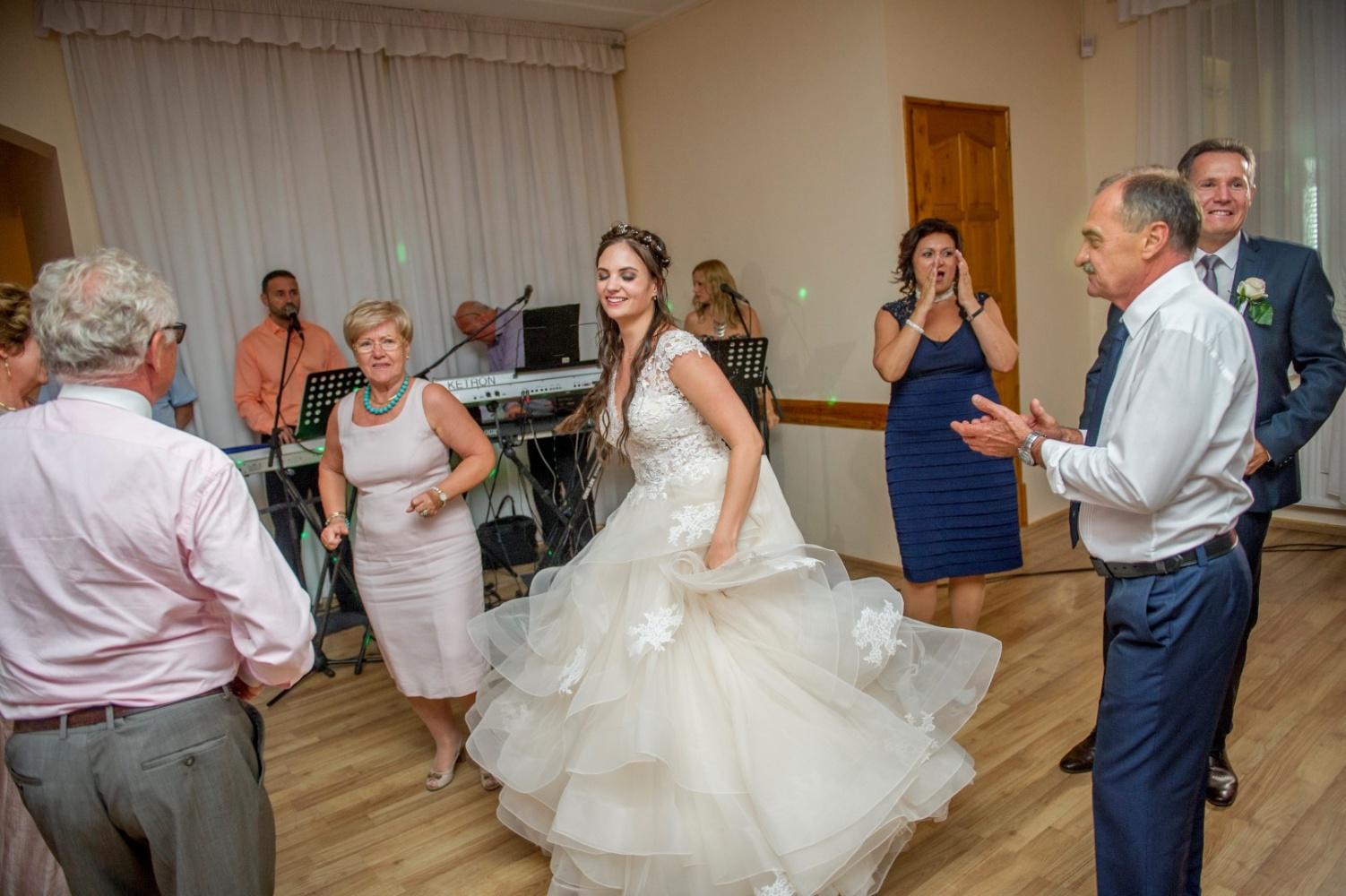 http://www.fotoz.sk/images/gallery-31/normal/eskuvo_dunaharaszti-rendezvenyhaz_589.jpg