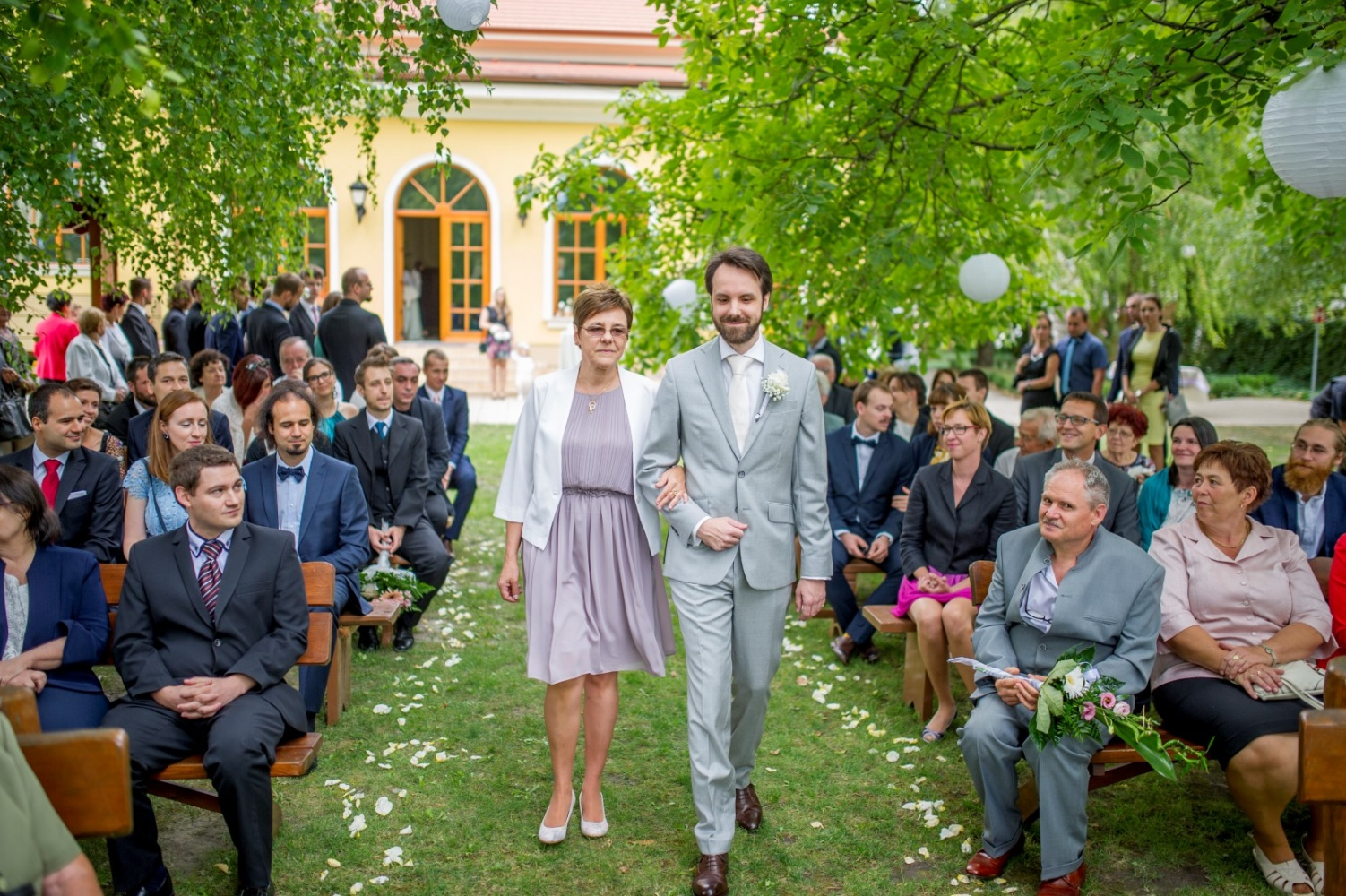 http://www.fotoz.sk/images/gallery-36/normal/svadobny-fotograf_eskuvoi-fotos_lacny-fotograf_fotograf-na-svadbu_plauter-kuria_fotograf-nitra_fotograf-galanta_juraj-zsok123.jpg