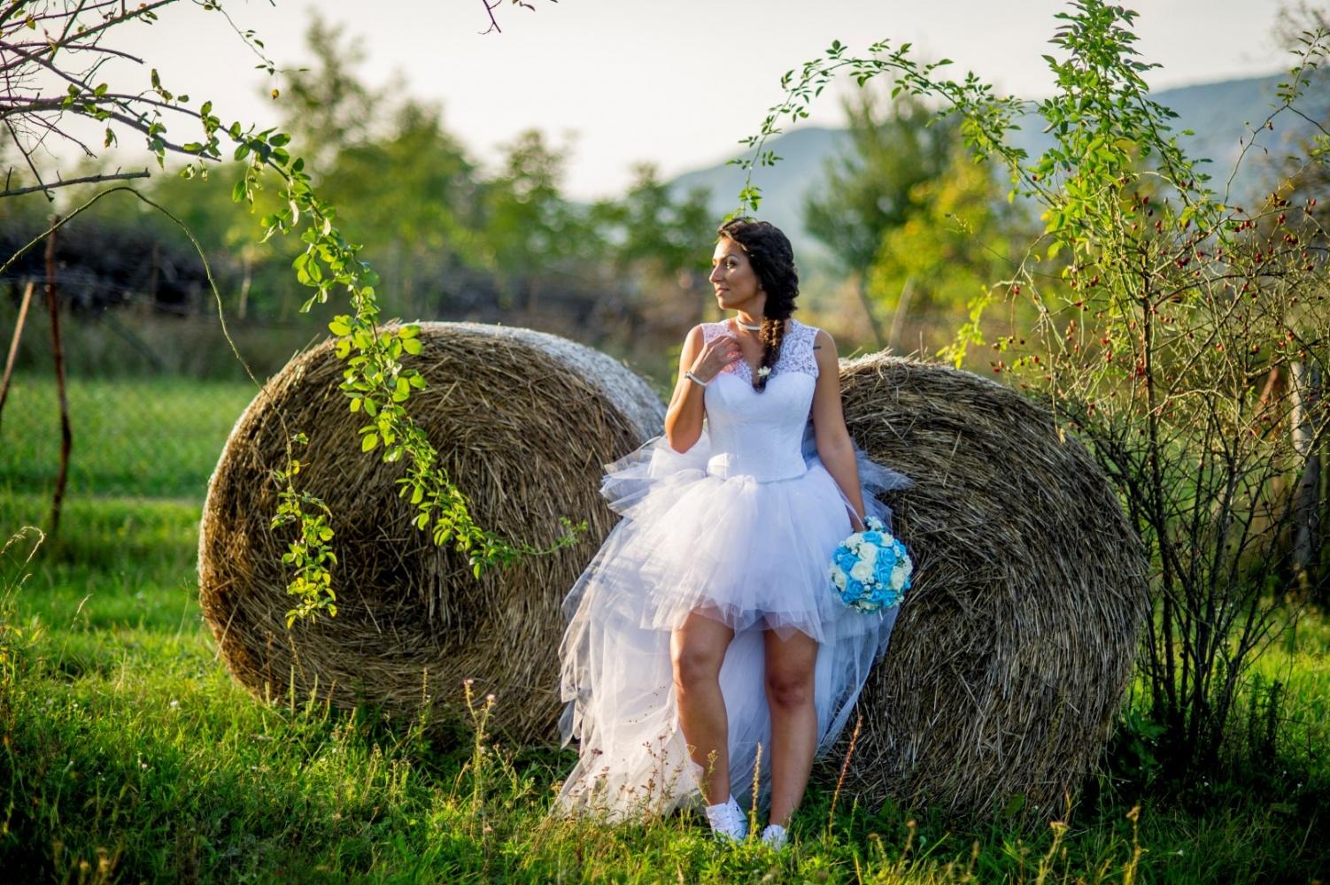 http://www.fotoz.sk/images/gallery-37/normal/svadobny-fotograf_eskuvoi-fotos_lacny-fotograf_fotograf-na-svadbu_juraj-zsok_fotograf-nitra_fotograf-galanta_juraj-zsok060.jpg
