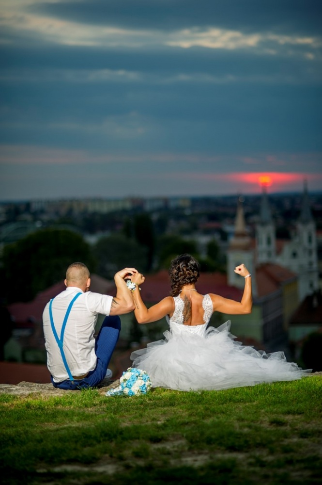 http://www.fotoz.sk/images/gallery-37/normal/svadobny-fotograf_eskuvoi-fotos_lacny-fotograf_fotograf-na-svadbu_juraj-zsok_fotograf-nitra_fotograf-galanta_juraj-zsok075.jpg