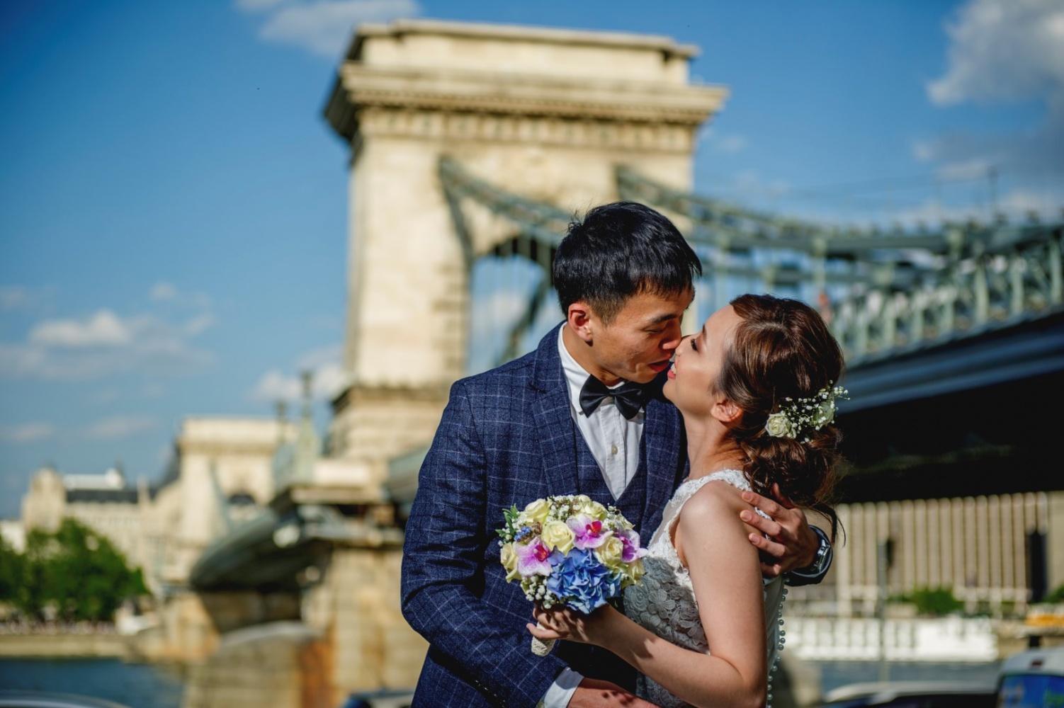 http://www.fotoz.sk/images/gallery-43/normal/svadobny-fotograf_svadobne-fotky_prewedding-budapest_juraj-zsok_eskuvoi-fotos_eskuvoi-fotozas_004.jpg